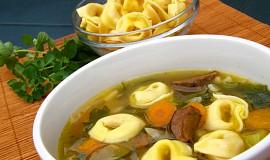Zeleninová polévka s tortellini