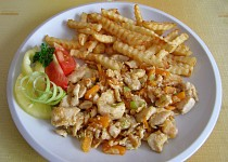 Kuřecí maso s kořenovou zeleninou