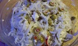 Olivový salát s rýžovými nudlemi