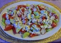 Salát s ředkvičkami a jogurtovou zálivkou