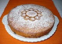 Jemný ovocný koláč v remosce