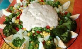 Brokolicový salát s arašídovým máslem