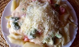 Těstoviny s brokolicí a sýrovou omáčkou
