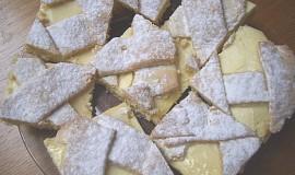 Křehký koláč mřížkový
