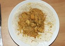 Čína na arabské placce s rýžovými nudlemi