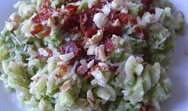 Těstoviny s chřestovým pestem a slaninou