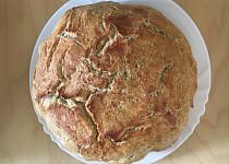 Domácí hrnkový pšenično-žitný chléb