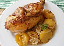 Kuře s máslem na zázvoru s cibulovými bramborami