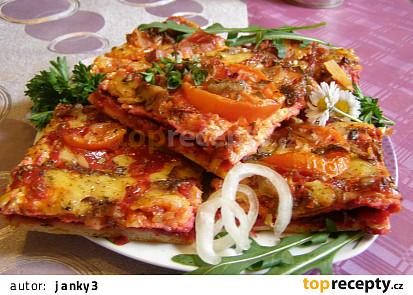 Pizza s červenou řepou a Hlívou ústřičnou