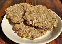 Zdravé ovesné sušenky plné ovoce (bez mouky a s minimem cukru)