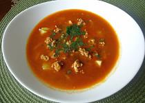 Gulášová polévka z masových knedlíčků