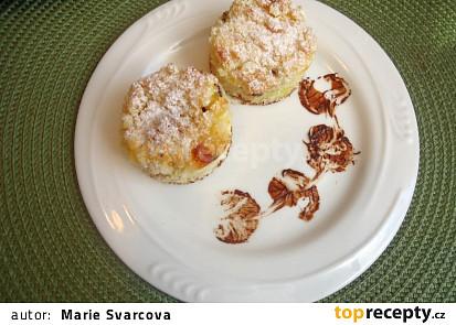 Hrnkový koláč s tvarohem, povidly a drobenkou