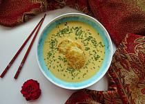 Krémová cizrnová polévka s limetkou a sýrovými krutony