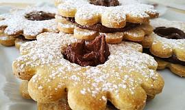 Oříškové sušenky s čokoládovým krémem