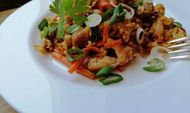 Smažená rýže s kuřecím masem