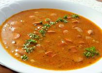 Cibulová polévka s párky