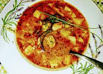 Gulášová polévka z domácí vepřové konzervy