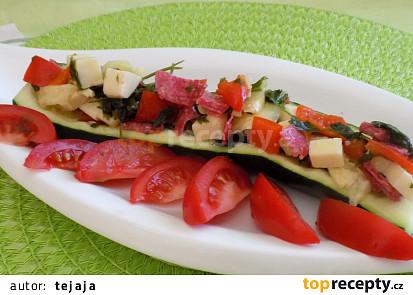 Cuketové lodičky plněné salátem