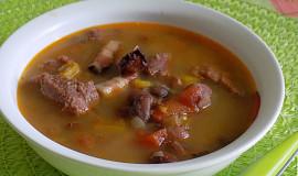 Fazolová polévka s vepřovým srdíčkem