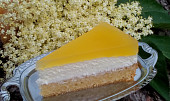 Svěží smetanovo - bezinkový dort / řezy