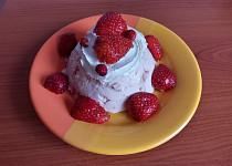 Jahodovo-pudinkový dezert