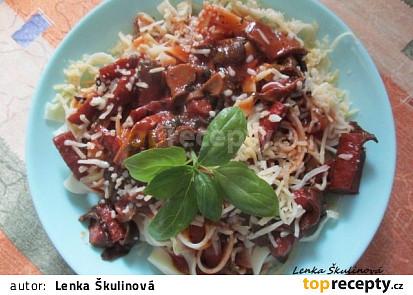 Houbová omáčka s klobásou a špagetami