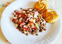 Čočkový salát se šunkou a sýrem