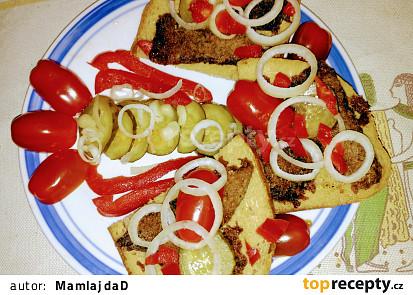 Opečené vařené maso na chlebu