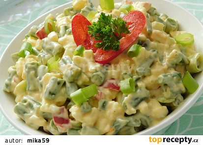 Fazolkový salát se sýrem a vejci