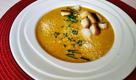 Polévka z pečené zeleniny s česnekem a smetanou