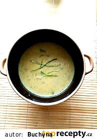 Smetanová polévka ze zelených lusků, s koprem