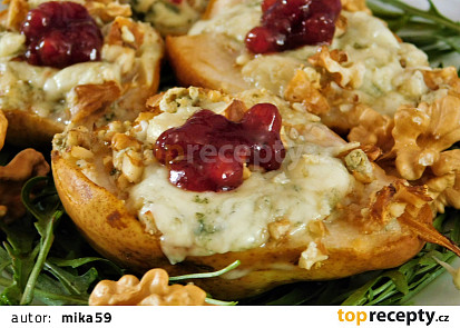 Hruška pečená s ořechy, Nivou a brusinkami