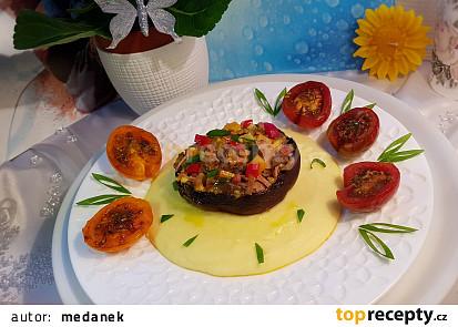 Zapečené portobelo plněné houbovo-šunkovou směsí a pečená balsamiková  rajčátka