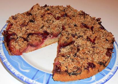 kynutý švestkový koláč do dělenky