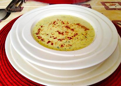 Krémová cibulová polévka s kari