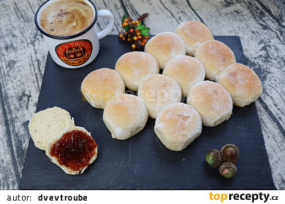 Bochánky (chlebík) se sladkým kondenzovaným mlékem