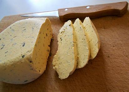 Falešná mozzarella, tentokrát s bylinkovou solí