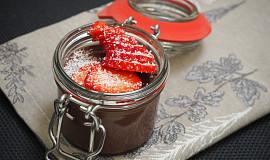 Čoko - jogurtový dezert s jahodami