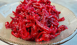 Salát z červené řepy se zázvorem