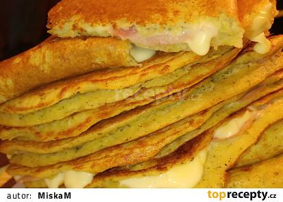 Bramborákové omelety plněné šunkou a sýrem