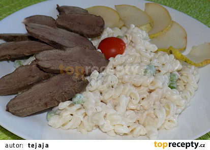 Těstovinový salát s kachními prsíčky