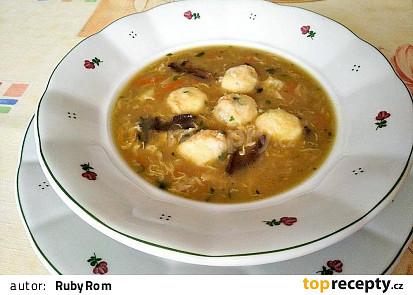 Babiččina zeleninová polévka s houskovými knedlíčky
