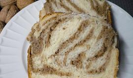 Kynutý pletenec s ořechovou nebo makovou náplní - pečený ve formě