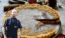 Nepečený koláč s višňovým džemem a čokoládou