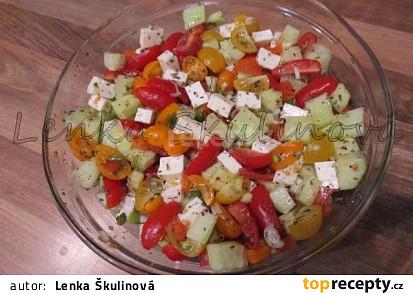Barevný salát s balkánským sýrem