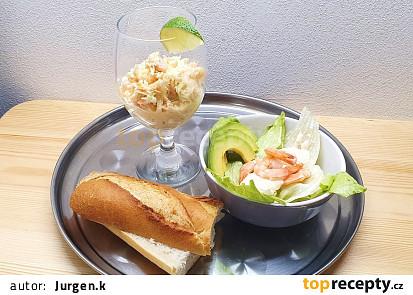 Krevetový koktejl a salát s krevetami.