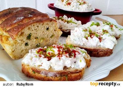 Domácí bylinkový chlebíček a tvarohová pomazánka
