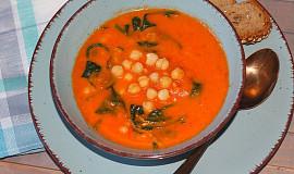 Rajčatová polévka s cizrnou, bulgurem a špenátem