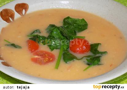 Tykvová polévka s rajčaty a baby špenátem
