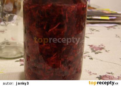 Šťavnatý salát ze syrové červené řepy s křenem